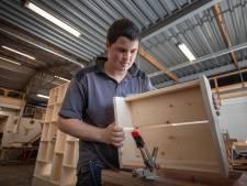 Robert krijgt loon op eigen rekening dankzij beschutte werkplek in Kampen