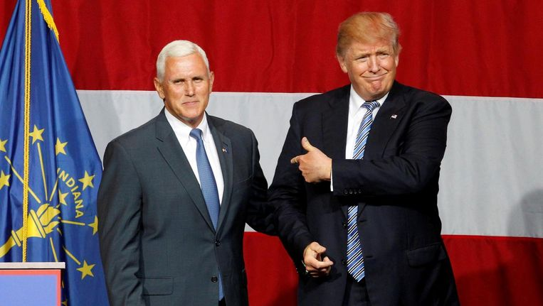 Mike Pence (L) en Donald Trump. Beeld reuters