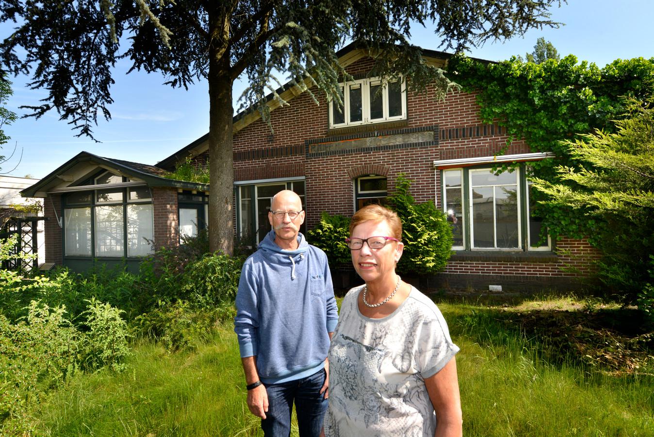 Co Baas en Coby van der Linden nemen met weemoed afscheid van Het Gebouw, samen met alle andere Schalkwijkers die hier lief en leed hebben gedeeld.