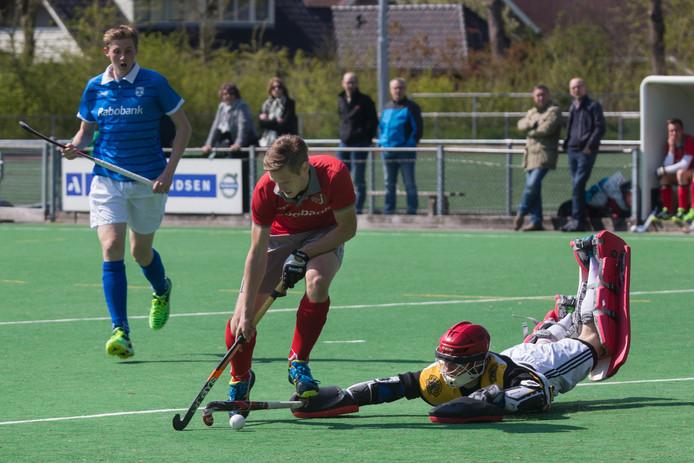 Matthijs Reuling passeert de goalie.