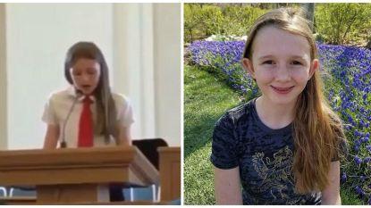 """""""Dit is geen bevlieging"""": Savannah (12) vertelt dapper in de kerk dat ze lesbisch is, maar dan wordt ze plots de mond gesnoerd"""