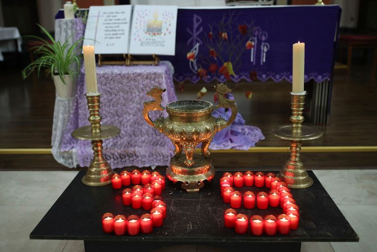 39 kaarsjes voor de 39 slachtoffers in de Vietnamese kerk in Oost-Londen.