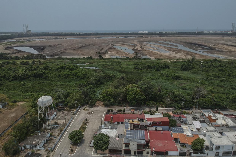 Een bovenaanzicht van de plek waar de nieuwe olieraffinaderij Dos Bocas moeten komen, vlak bij Paraíso, een dorpje in de thuisstaat van de Mexicaanse president.