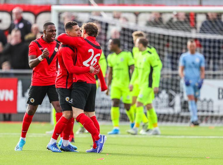 Spelers van AFC vieren de 1-0. Beeld BSR Agency