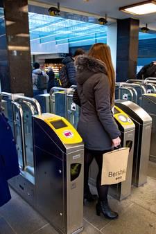 Helft poortjes station Eindhoven al dicht