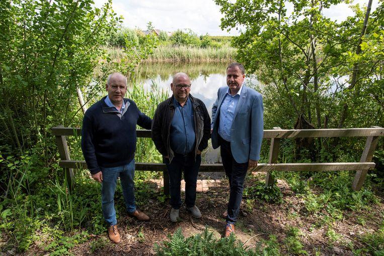 Gemeenteraadslid Johan Pil, schepen Kris Notebaert en burgemeester Christof Dejaegher