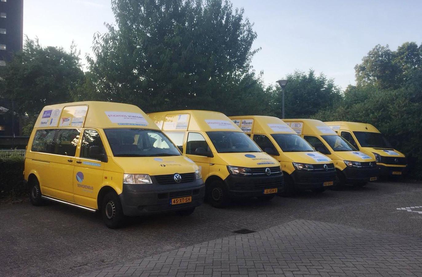 Vijf bussen heeft de stichting nu tot haar beschikking.