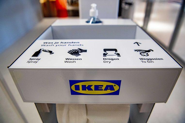 Een vergelijkbaar handgel-pompje, hier bij de IKEA in Amsterdam.