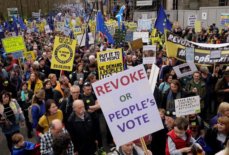 Demonstranten tijdens het anti-brexitprotest in Londen afgelopen zaterdag. Beeld null