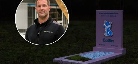 Kippenvel en tranen door uitvinding van Guus uit Apeldoorn: zijn grafmonument geeft licht