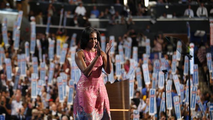 Michelle Obama wordt toegejuicht tijdens de Democratische Conventie.