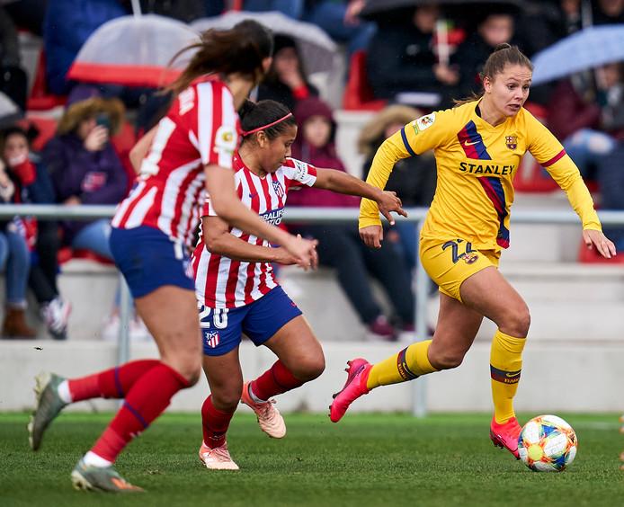 Lieke Martens loopt de Atlético-speelsters eruit.