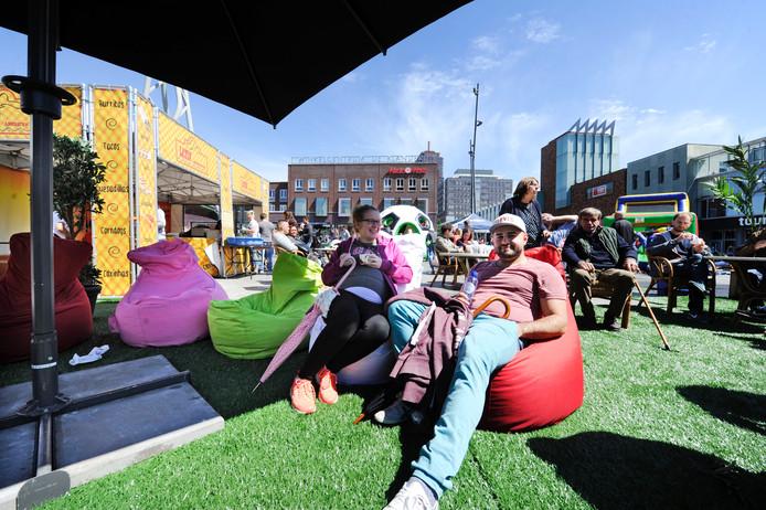 Stadspicknick op het Van Heekplein.