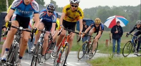 OWC en De Zwaluwen houden samen jonge fietsers op de weg