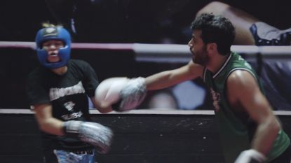 Deze boksster vecht met mannen tot ze K.O. geslagen wordt
