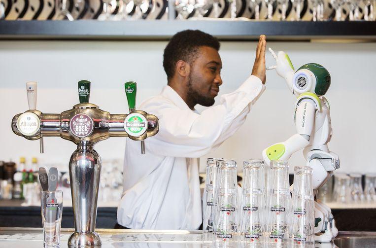 Robot Hugo werd ingezet in de Hampshire Hotels. Mogelijk maakt hij een comeback. Beeld Hampshire Hotel