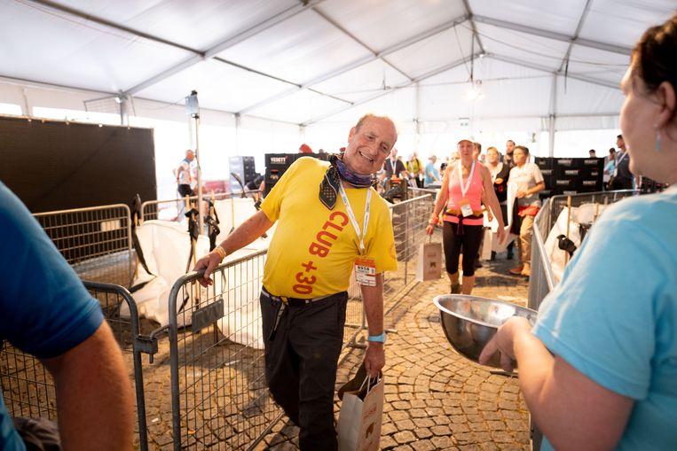 Hugo Bonnyns zat van op 5 kilometer van de meet met een geblokkeerde rug maar ging toch door.
