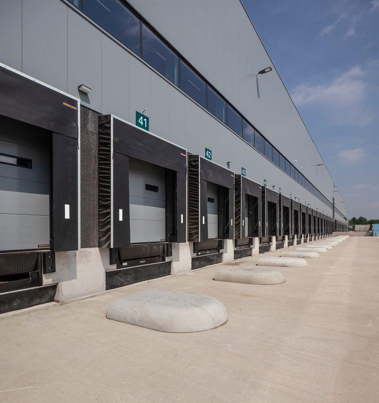 Trade Port Noord bij Venlo. Distibutiecentra van grote omvang. economie handel logistiek groei industriele gebouwen architectuur transport knooppunt. Beeld Harry Cock