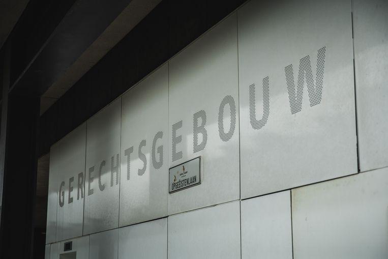 De 28-jarige man kwam voor in het Gentse gerechtsgebouw aan de Opgeëistenlaan.