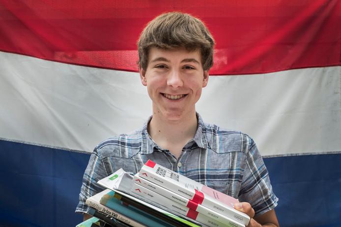 Tim van Dijk, woonachtig in Oeffelt, haalde zeven keer een 10 en zes keer een 9.