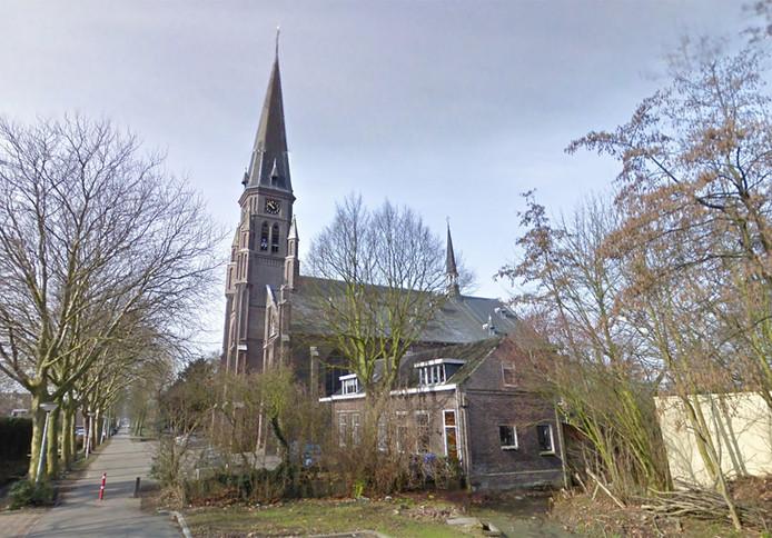 Omwonenden zijn ongerust over de plaatsing van zendmasten op de Heilige Maria Magdalenakerk in Maasland.