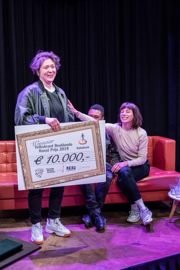 Prijsuitreiking Volkskrant Beeldende Kunst Prijs 2019. Winnaar Funda Gül Özcan Beeld Simon Lenskens