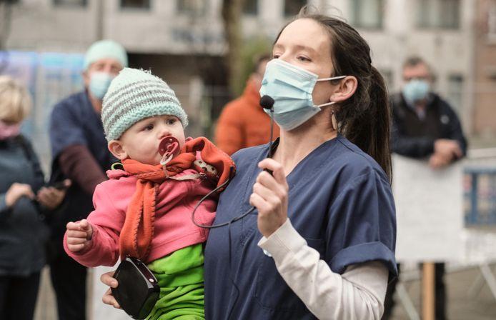 Spoedarts in het ziekenhuis AZ Delta en PVDA-politica Natalie Eggermont.