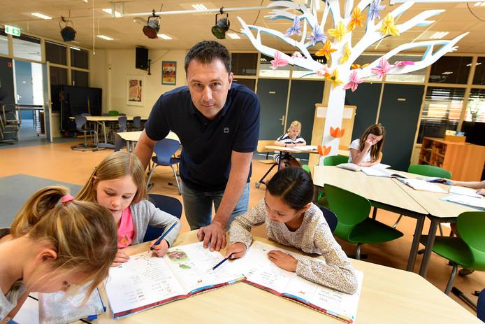Directeur Tim Jansen van De Molenwiek op het toekomstige leerplein in de school, waar komend schooljaar het unit-onderwijs wordt geïntroduceerd.