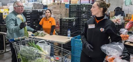 Overweldigende hulp: Voedselbank Tilburg kan door