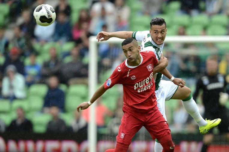 FC Twente speler Hakim Ziyech met FC Groningen speler Jason Davidson. Beeld anp