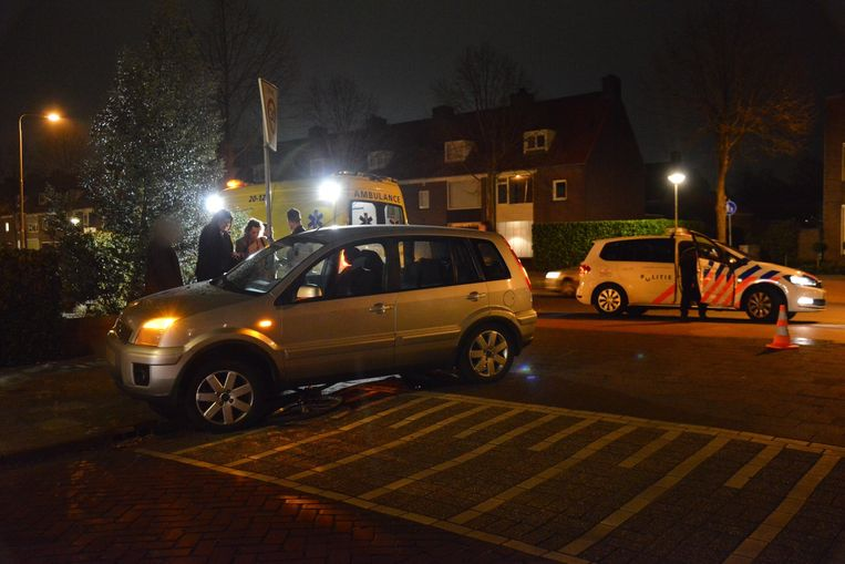 Fiets komt onder auto terecht in Breda