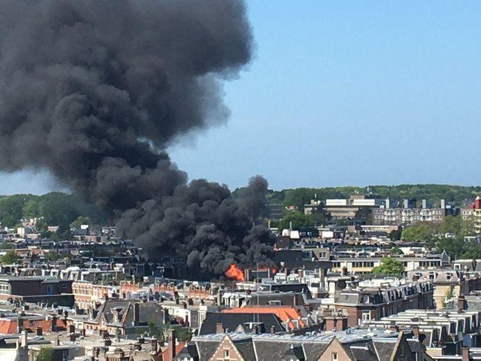 De brand was in de wijde omgeving te zien.