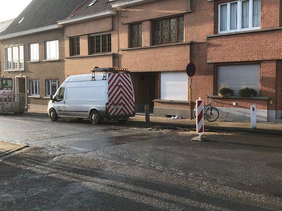 De wegverzakking op de Jean Jacminstraat in Halle.