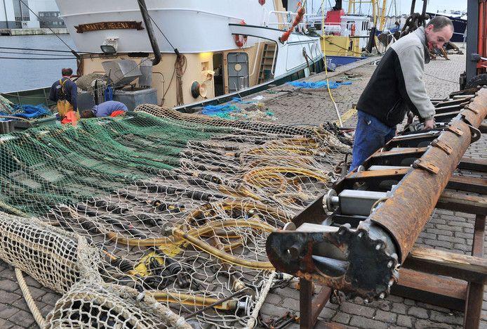 Archieffoto: Onderhoudswerk aan een pulskor bij de vismijn van Vlissingen.