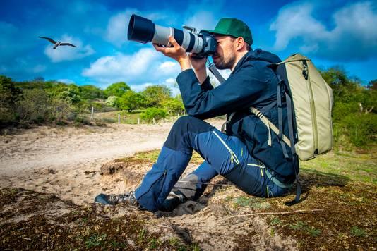 Wereldrecordhouder vogelspotten Arjan Dwarshuis is vaak te vinden in Scheveningen voor zijn tours 'Birding Experience'.