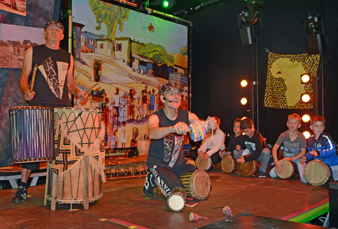 De Dans van de Drummers in Brogum.