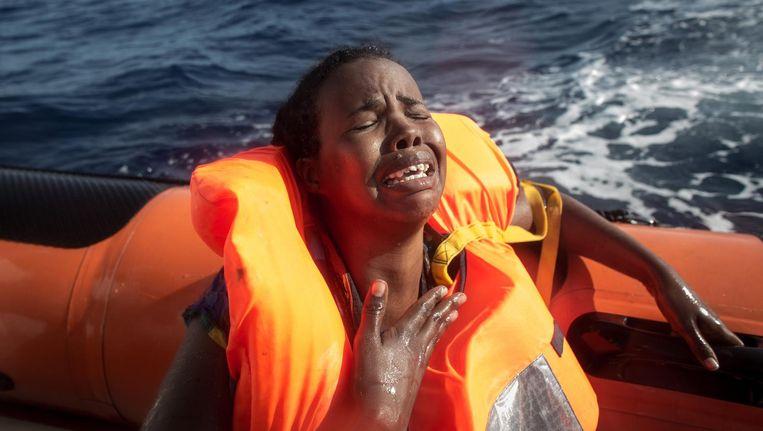Een jonge vrouw is gered door een schip van reddingsorganisatie MOAS. Haar baby is verdronken. Beeld getty