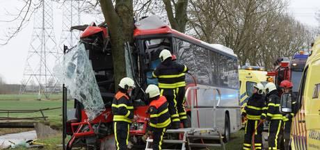 Prinsentuin College schrikt van buscrash: 8 scholieren in ziekenhuis, chauffeur zwaargewond