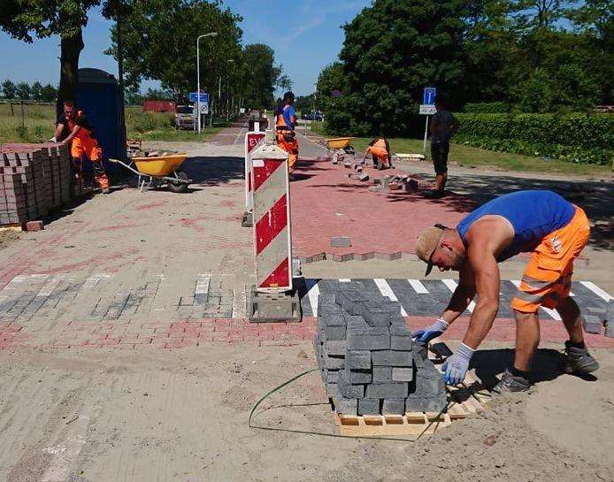 Werkzaamheden aan de Koudepolderstraat in Hoek.
