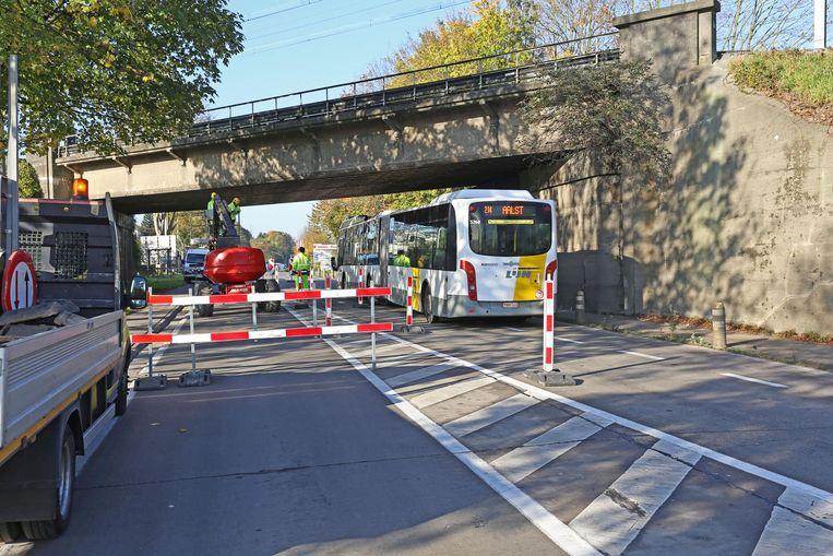 De oorzaak van het fileleed was deze onderhoudsklus aan de spoorwegbrug in Zellik.