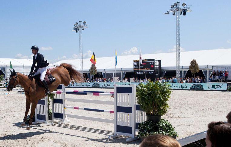 De paardenjumping wist dertigduizend bezoekers te bekoren.