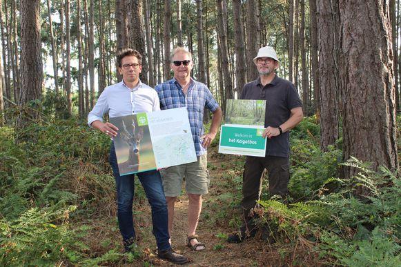 De mannen van Natuurpunt, midden in het Keigatbos.