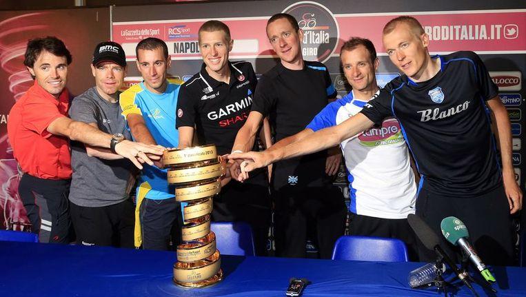 De favorieten voor de eindzege in de Giro met vanaf links: Samuel Sanchez, Cadel Evans, Vincenzo Nibali, Ryder Hesjedal, Bradley Wiggins, Michele Scarponi en Robert Gesink. Beeld afp