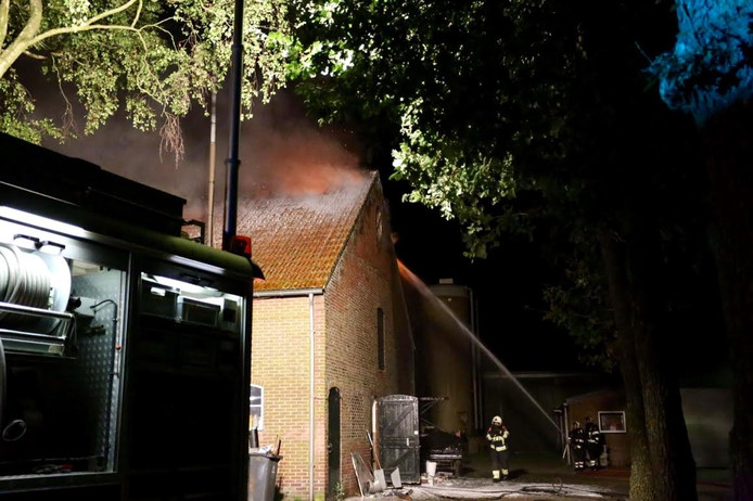 Brand bij een boerderij in Vessem
