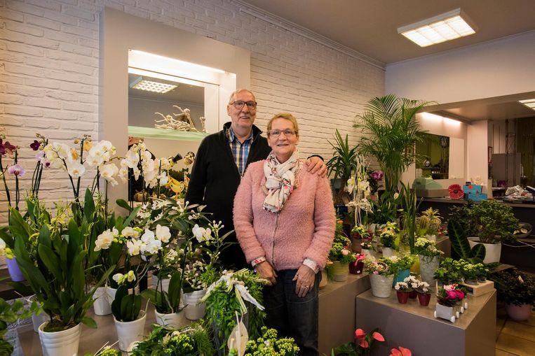 Na 45 jaar sluiten Rony en Denise hun gekende bloemenzaak 'Rozendal'.