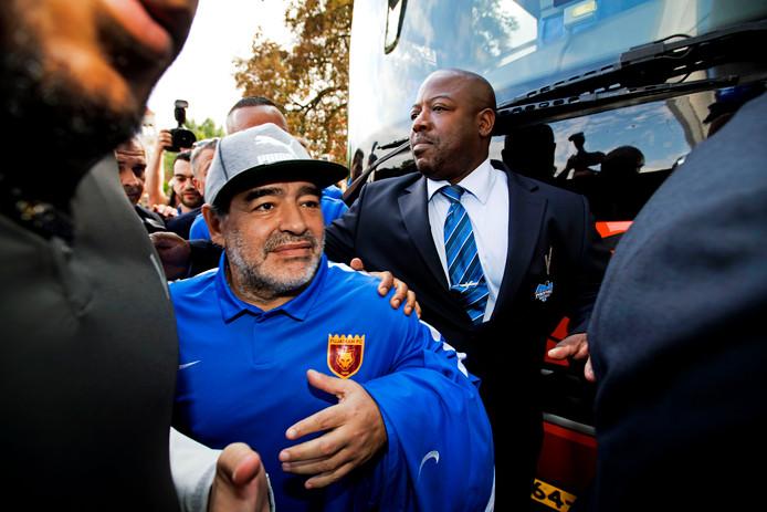 Diego Maradona komt aan bij de eredivisiewedstrijd van PSV tegen AZ. Maradona is trainer van FC Fujairah dat een trainingskamp in Mierlo heeft.