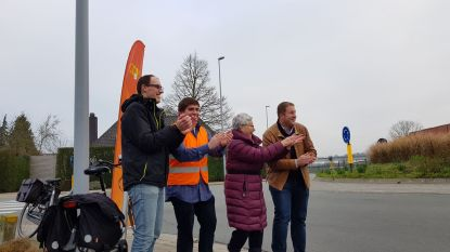 VIDEO: CD&V geeft applaus aan passerende fietsers