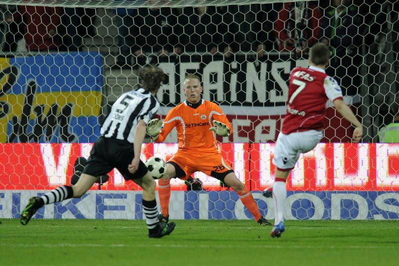 Gudmundsson scoort de 2-1.