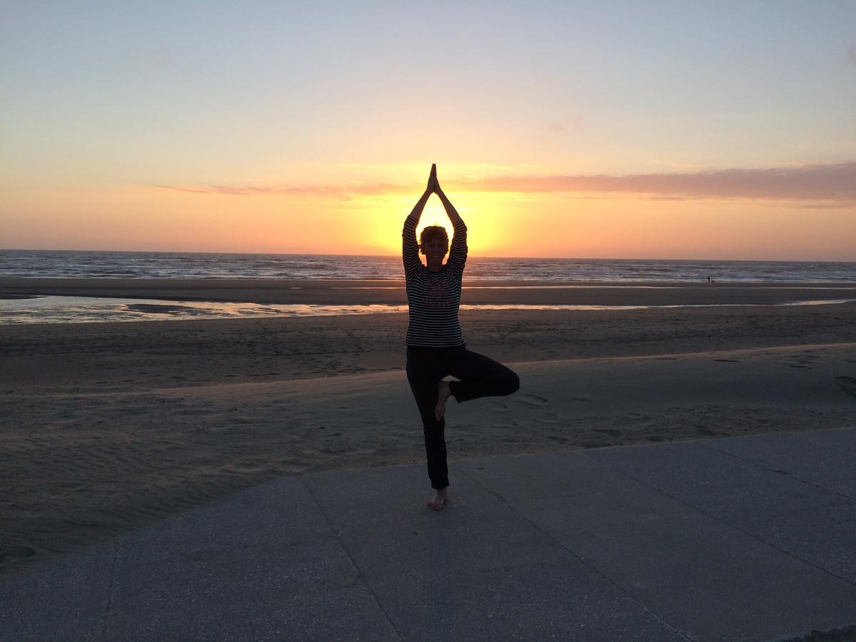 Yoga op het strand.