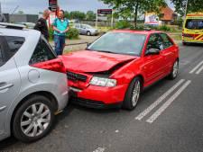 Vrouw gewond door botsing tussen twee auto's in Dieren